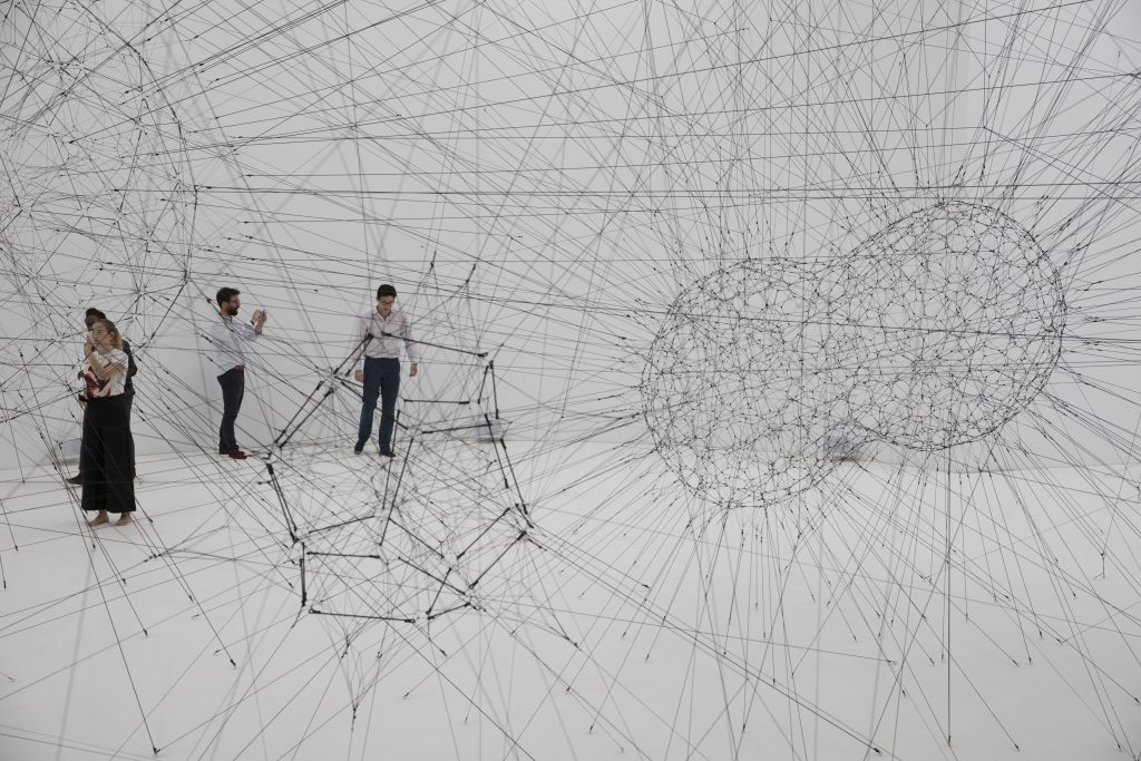 Tomás Saraceno ON AIR, solo exhibition at Palais de Tokyo, Paris, 2018, curated by Rebecca Lamarche-Vadel. Courtesy the artist; Andersen's, Copenhagen; Esther Schipper, Berlin; Pinksummer Contemporary Art, Genoa; Ruth Benzacar, Buenos Aires; Tanya Bonakdar Gallery, New York. ©Photography Studio Tomás Saraceno, 2018.