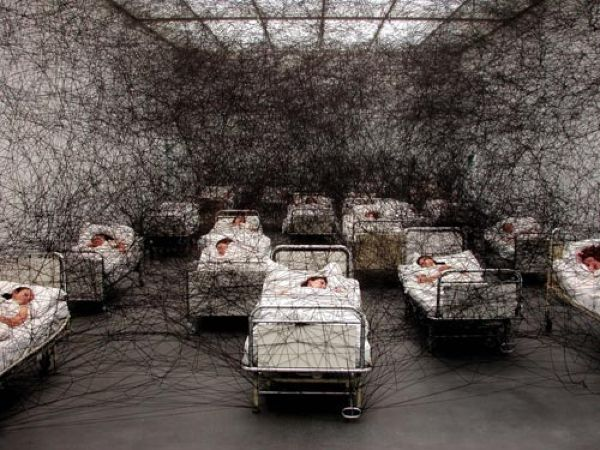 20090914_chiharu_shiota_during_sleep
