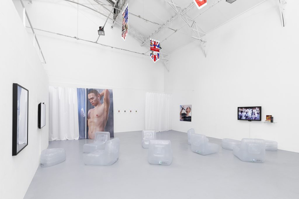 FAD MAGAZINE Ben Elliot, Influencers, 2019. Exhibition view, Galerie Hussenot, Paris, France. Courtesy the artist and Galerie Hussenot.