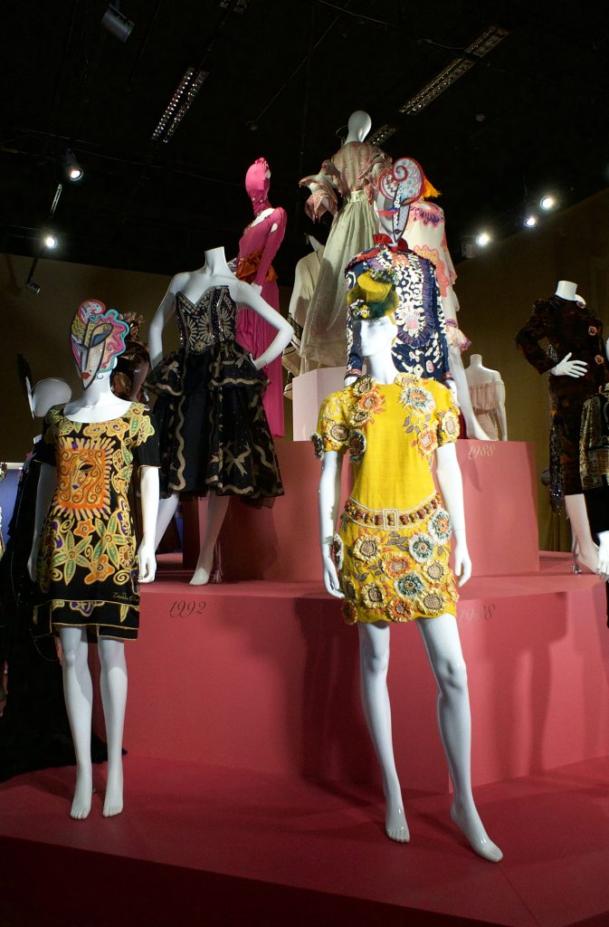 Zandra Rhodes 50 Years Of Fabulous Photo By Bridie O Sullivan Copyright Fashion And Textile Museum 7 Fad Magazine