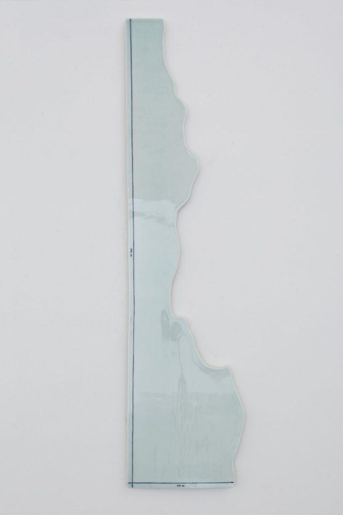 """Sogn Dong, Sketch 1896 mm x 437 mm, 2015, porcelain, 171.5 cm × 43 cm (67-1/2"""" × 16-15/16"""") © Song Dong"""