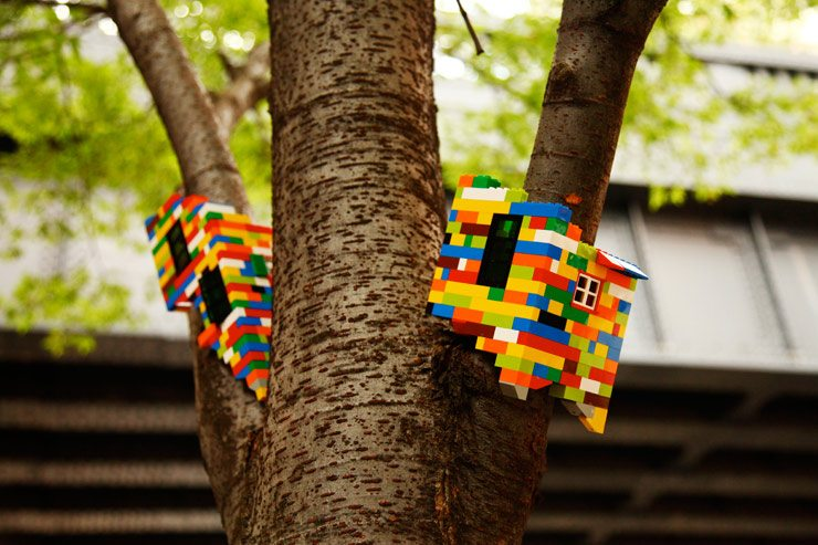 Hanmi Gallery_Jaye Moon 2012_Tree House_Variable size_Lego Brooklyn street Art