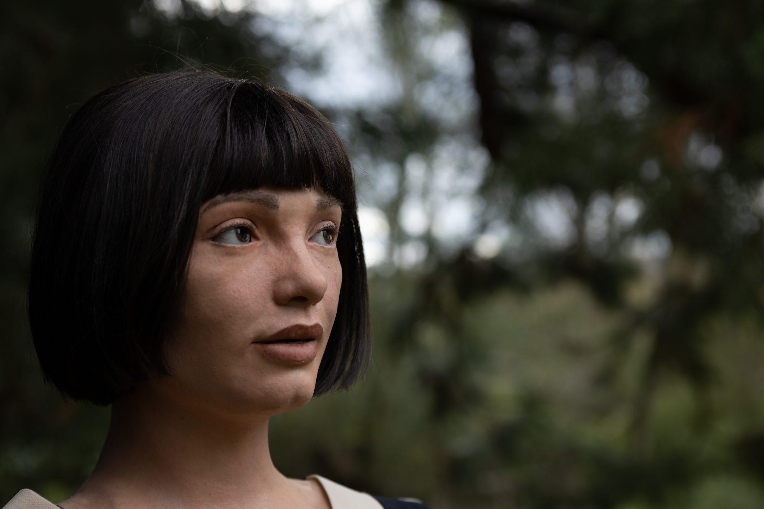 World's first ultra realistic robot artist gets Design Museum show ...