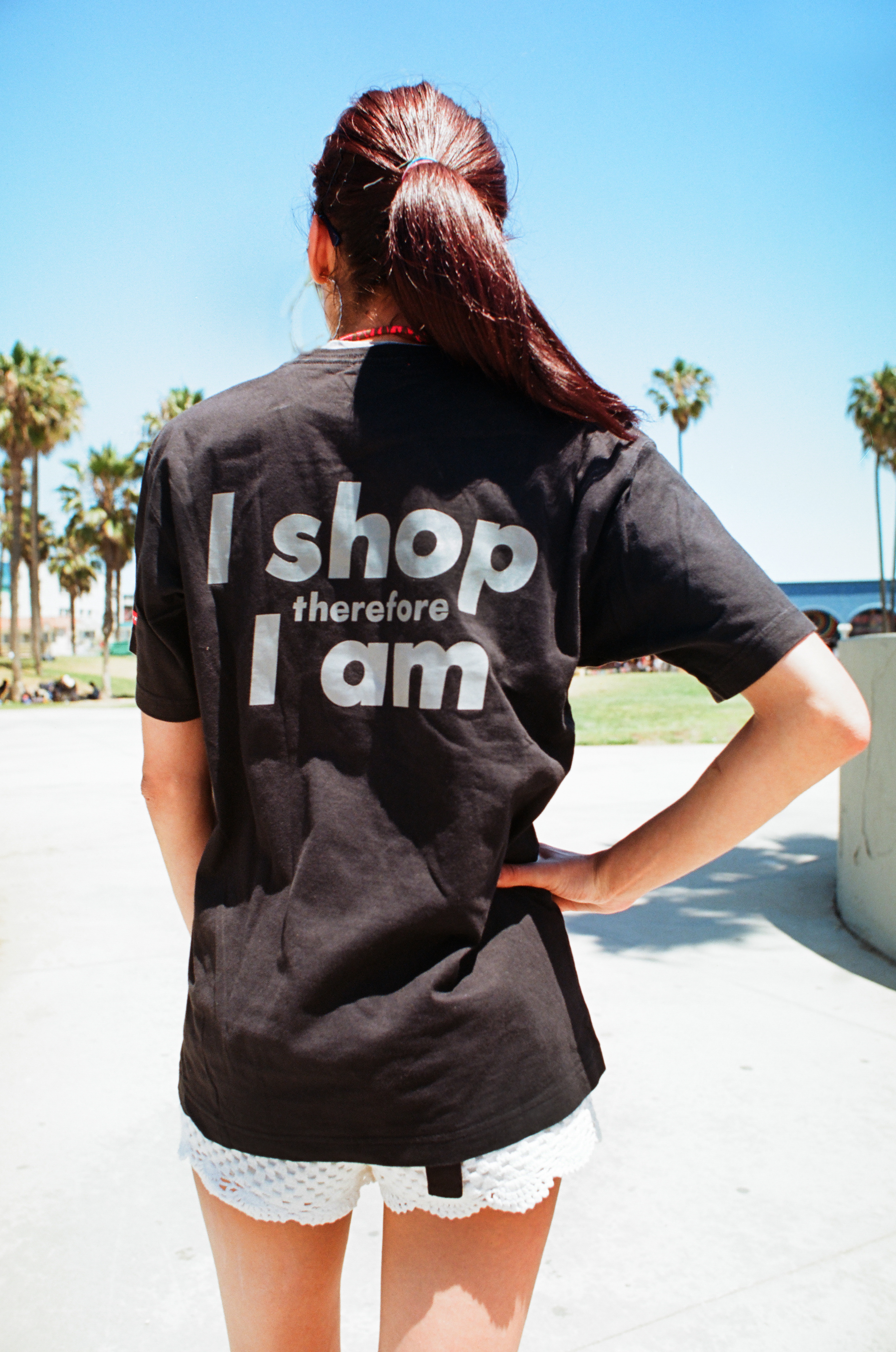 Barbara Kruger's 'I Shop therefore I Am '89'. Photograph by Susan A. Barnett, from her book A Typology of T-Shirts. Copyright © 2015. All Rights Reserved. FAD Magazine
