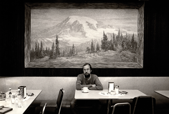 CM_Bill Viola, in Mt Rainier coffee shop, 1979, Photo Kira Perov_Photoshopped