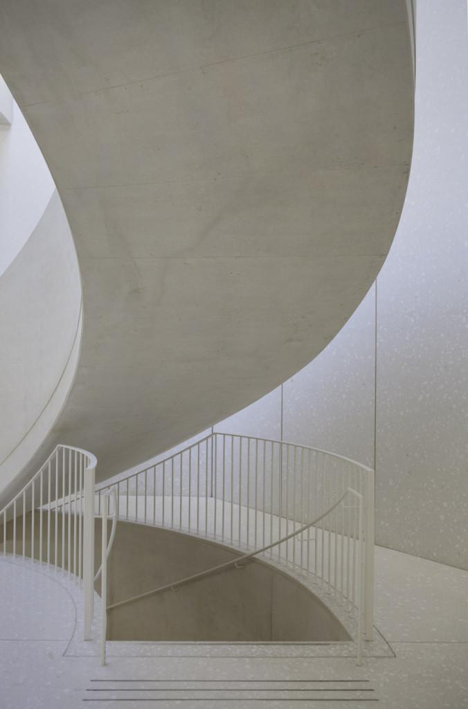 Collection-Lambert_Avignon_Berger-Berger_Laurent-Begrer-photographs_dezeen_936_12