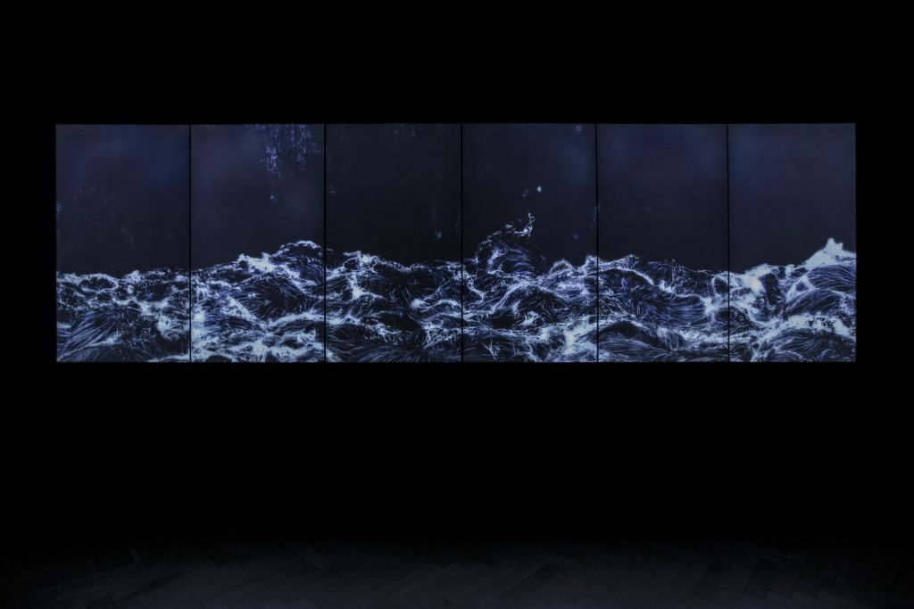 teamLab Dark waves_teamLab Transcending Boundaries_01