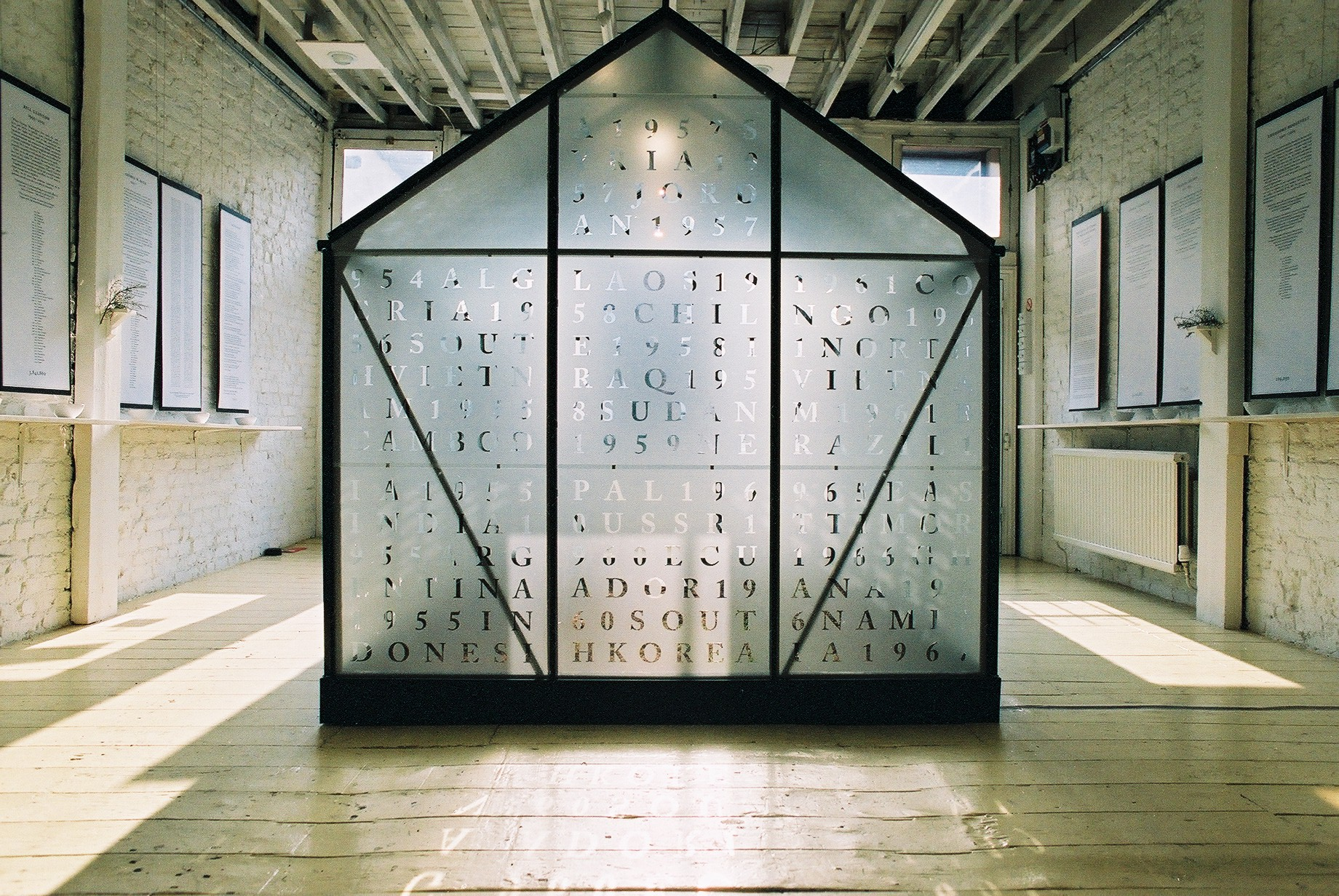 Installation-at-96-Gillespie-Gallery-London-The-Sound-of-Stones-in-the-glasshouse-2006.-Aluminium-glass-soil-