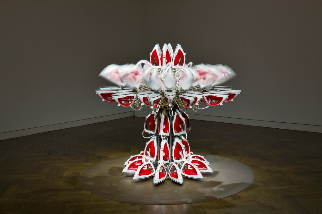 Joana Vasconcelos, Full Steam Ahead (Red #1), 2/2 2012 Photo: Peter Mallet / Courtesy Haunch of Venison