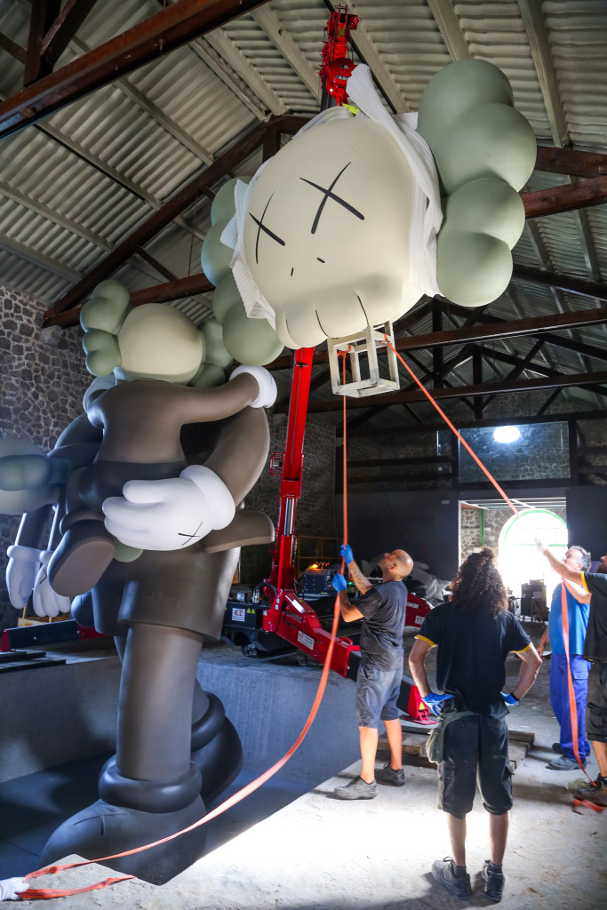 La Nave (Lio Malca) Kaws Sculpture, by The Vitorino005