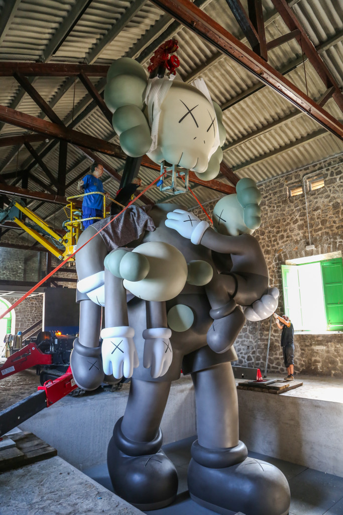 La Nave (Lio Malca) Kaws Sculpture, by The Vitorino006