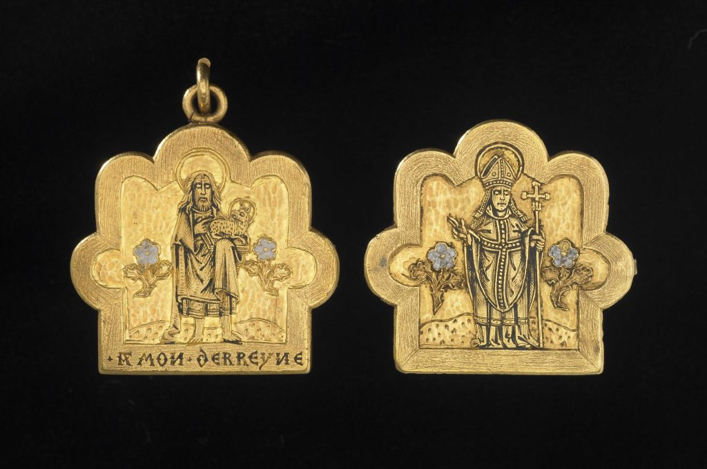 Pendant with an image of Thomas Becket as Archbishop of Canterbury, 15th century, England. © The Trustees of the British Museum