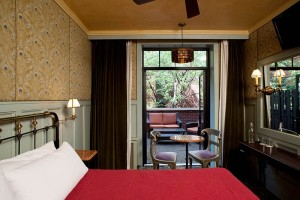 The-Jane-Hotel-New-York-captains-cabin-bedroom2