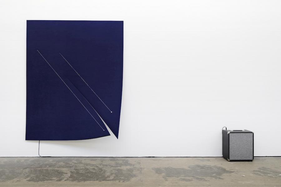 Naama Tsabar, Work On Felt (Variation 11), Dark Blue, 2016, Ausstellungsansicht Kunsthaus Baselland 2018, Foto: Serge Hasenböhler