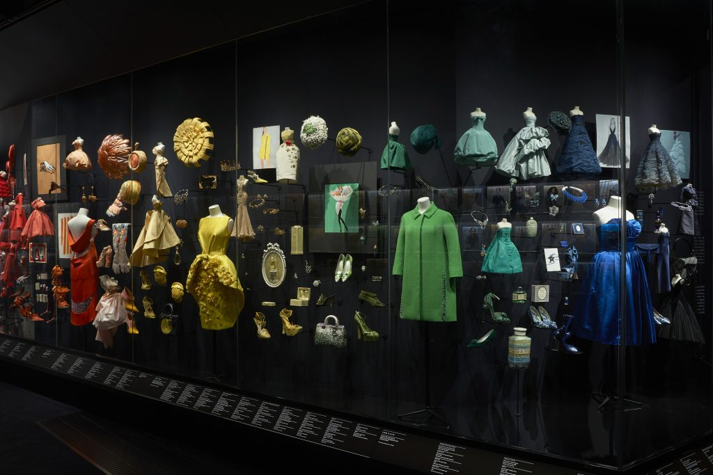 V&A_Christian Dior Designer of Dreams exhibition_Diorama section (c) ADRIEN DIRAND (15)