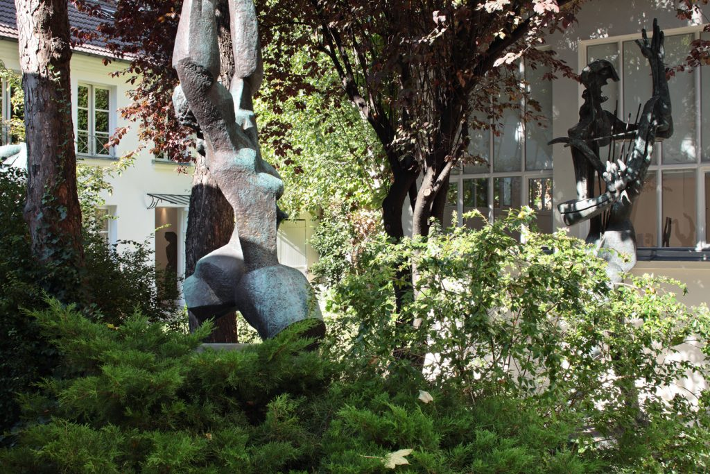 Vue Musee Zadkine jardin et facade_ copyrights B Fougeirol_Musee Zadkine_ADAGP_ FAD MAGAZINE