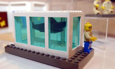 a-lego-model-of-artist-da-002