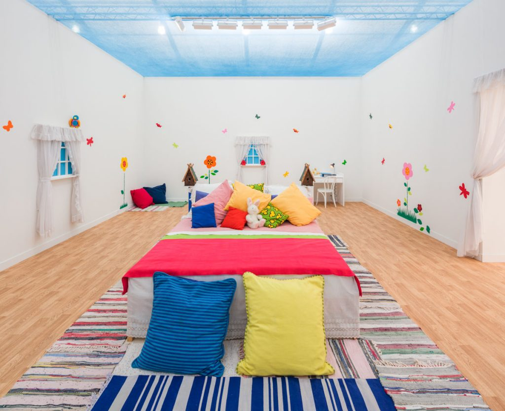 Installation view of Mike Kelley, Unisex Love Nest, 1999, at Frieze, Los Angeles, 2019. © Mike Kelley Foundation for the Arts. All Rights Reserved / Licensed by VG Bild-Kunst, Berlin, Germany. Photo by Fredrik Nilsen. Courtesy of Hauser & Wirth.