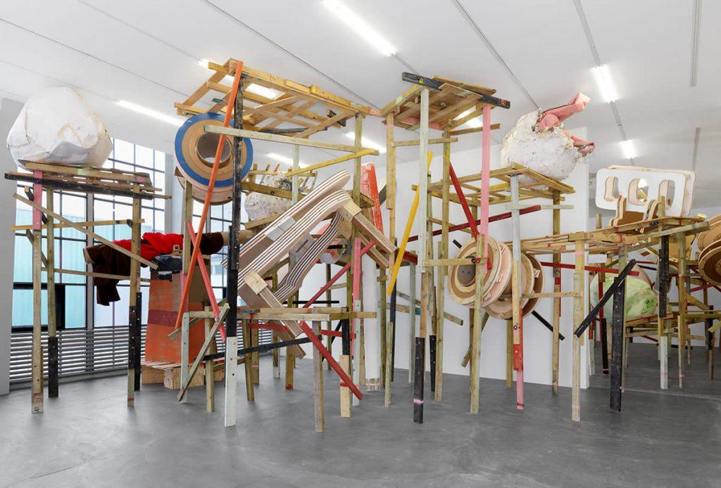 Phyllida Barlow, demo.  Kunsthalle Zu?rich, Zurich, Switzerland, 2017. Courtesy the artist and Hauser & Wirth. © Phyllida Barlow. Photo: Annik Wetter Photographie.