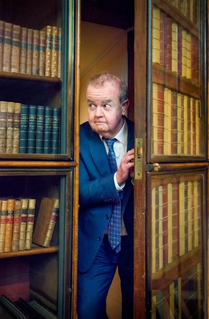Ian  Hislop  explores  the  British  Museum's  Enlightenment  Gallery.  J.Fernandes/D.Hubbard  ©  Trustees  of  the  British  Museum  FAD MAGAZINE