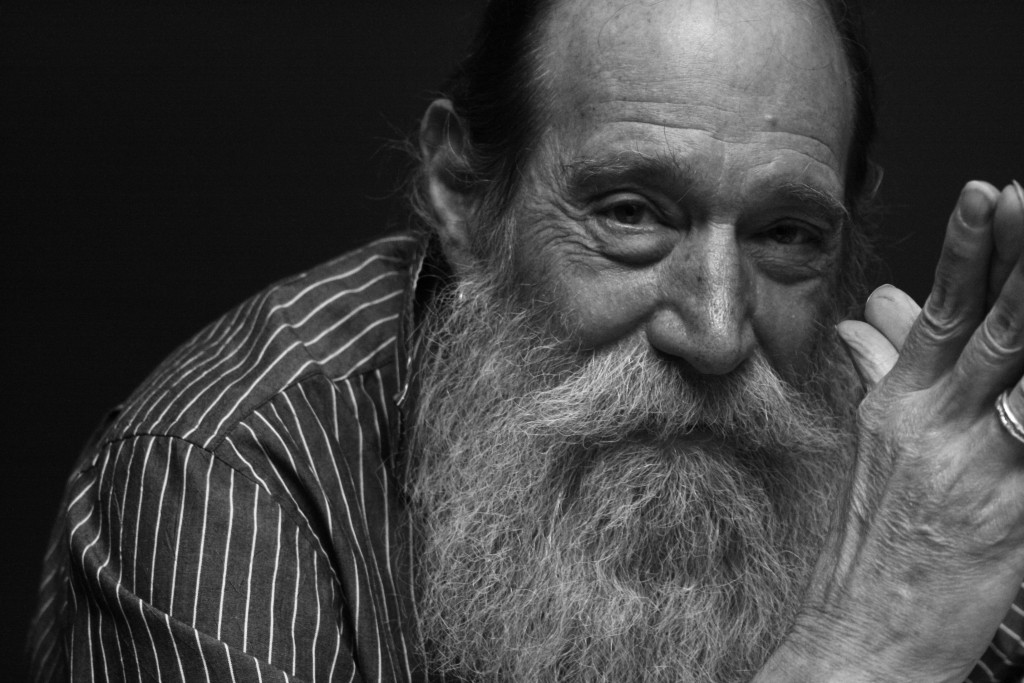 lawrence_weiner_portrait_courtesy_of_moved_pictures_archive,_nyc_photo_robin_martin
