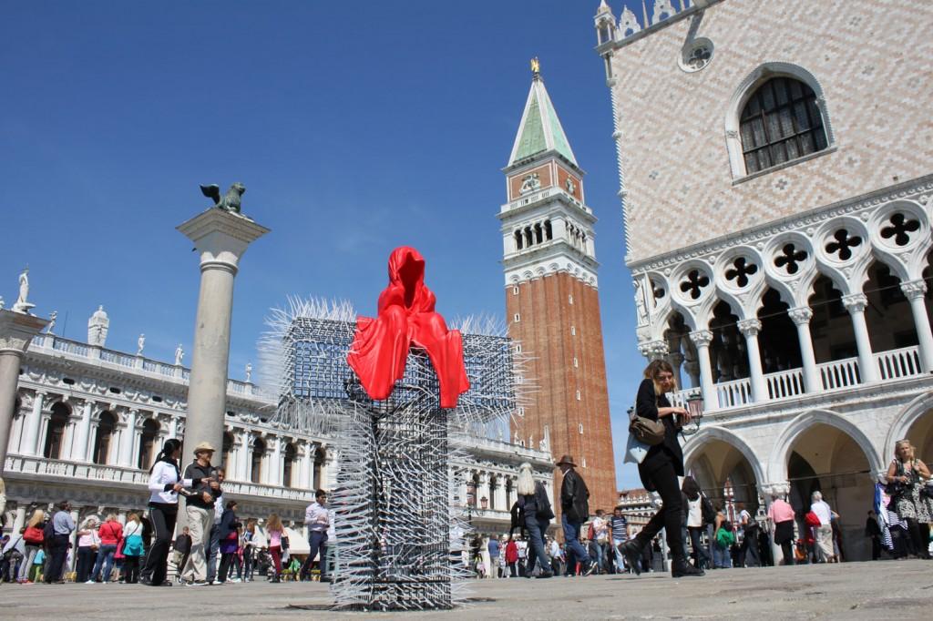 public-show-art-biennial-venice-italy-christoph-luckeneder-manfred-kielnhofer-t-guardian-sculpture-art-arts-arte-2715