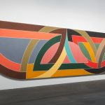 FRANK STELLA DAMASCUS GATE (STRETCH VARIATION I), 1970 ACRYLIC ON CANVAS ON SHAPED STRETCHER 304,8 X 1524 CM © 2017 FRANK STELLA / ARTISTS RIGHTS SOCIETY (ARS), NEW YORK