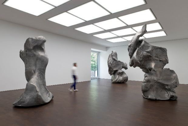 Crushed, Cast, Constructed: Sculpture by John Chamberlain, Urs Fischer, and Charles Ray, installation view, 2020. © Urs Fischer. Photo: Prudence Cuming Associates. Courtesy Gagosian