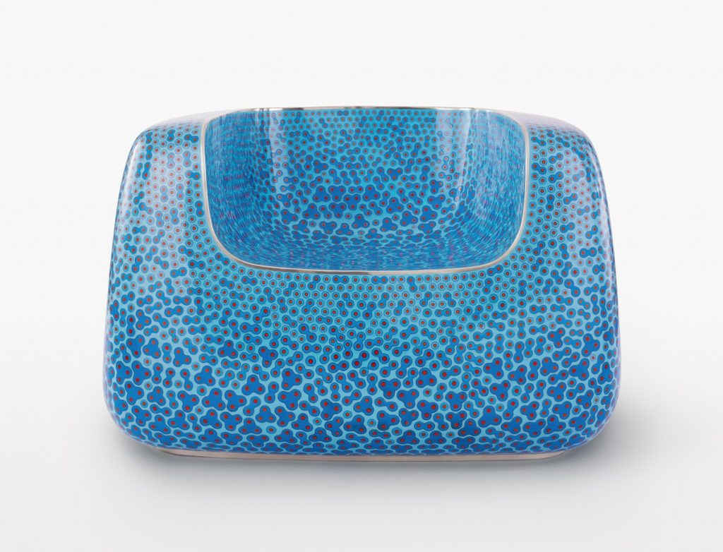 MARC NEWSON MARC NEWSON February 13–March 15, 2020 13. Februar – 15. März 2020 Tarmak 22, Gstaad Saanen Airport, Oeystrasse 29, Switzerland / Schweiz Marc Newson, Cloisonné Blue Chair, 2017, cloisonné enamel and copper, 26 1/8 × 40 1/4 × 37 1/4 inches (66.5 × 102.1 × 94.6 cm) © Marc Newson FAD MAGAZINE