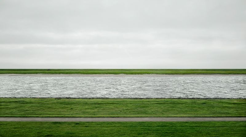 Rhine II, 1999/2015 Inkjet-Print 237.8 x 407.8 x 6.2 cm © Andreas Gursky/DACS, 2017 Courtesy: Sprüth Magers